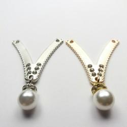 Ozdoba metalowa z dżetami i perłą 1781