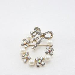 Broszka z perłami i dżetami 2013